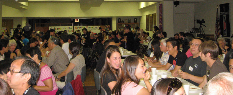 Taiko players packed the room, and enjoyed dinner together at the opening reception on Thursday evening.